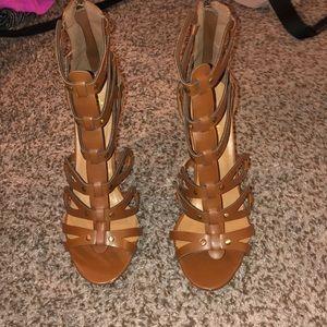 Tan Cut Out Design Heels! Cute & Trendy! Size 9!